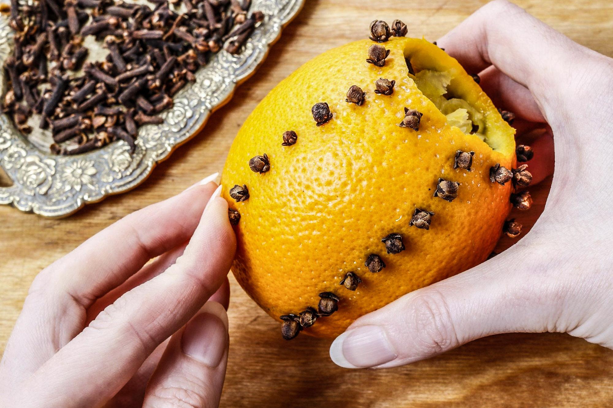Apelsinų gvazdikėlių dekoravimas