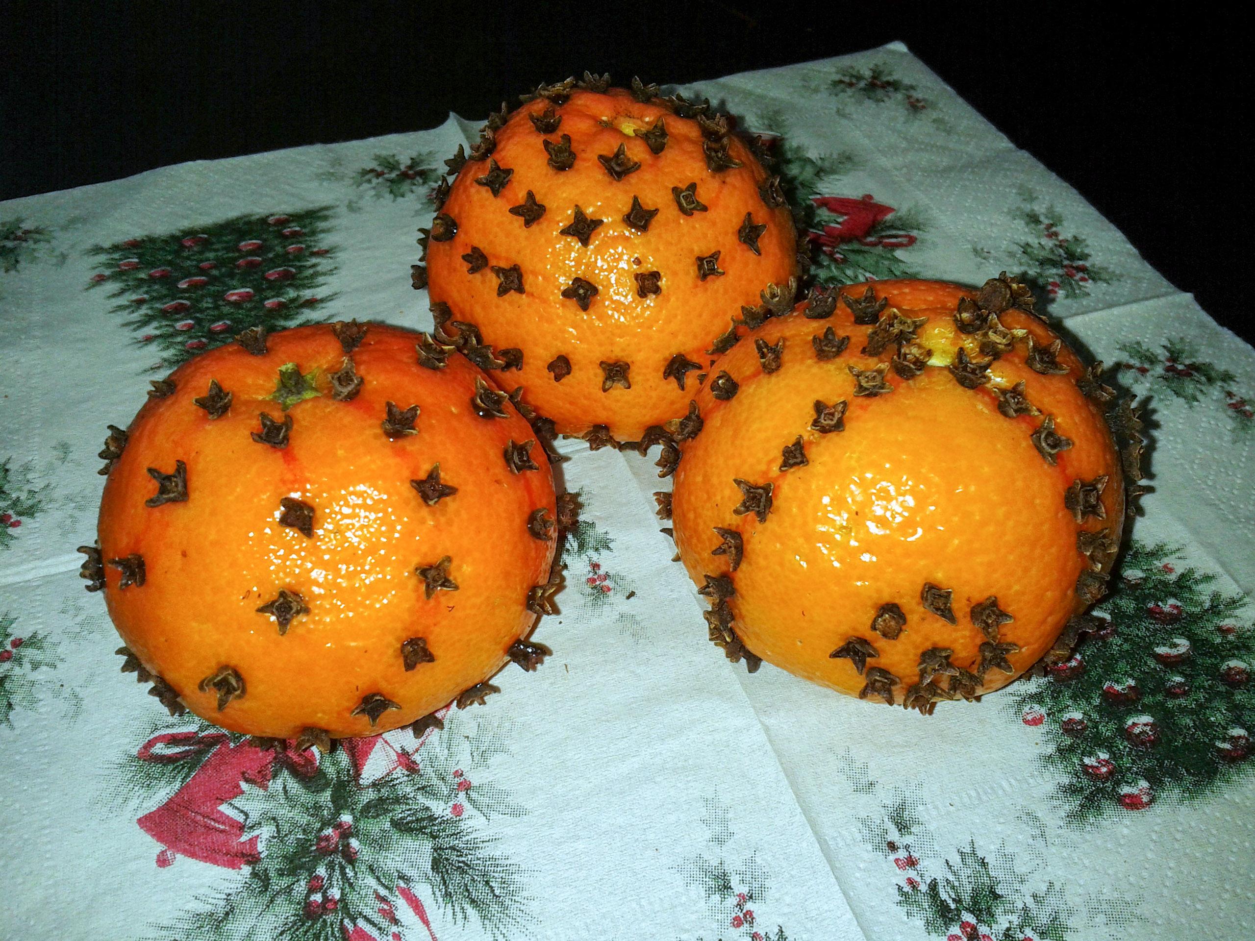 Kalėdinės dekoracijos iš apelsinų